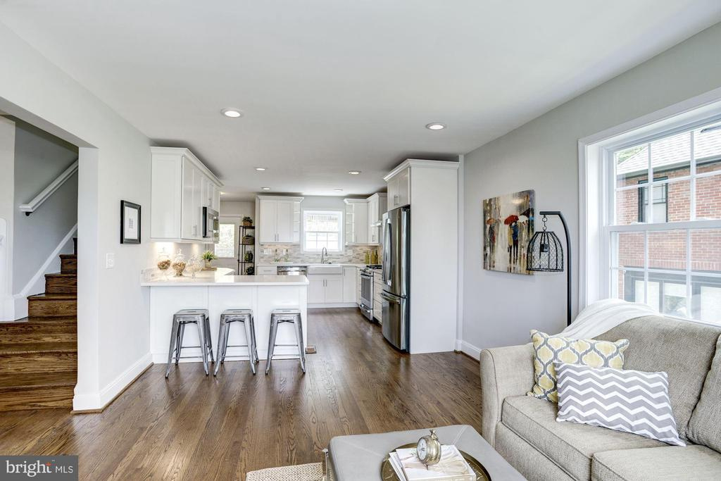 Renovated kitchen and family room - 926 26TH ST S, ARLINGTON