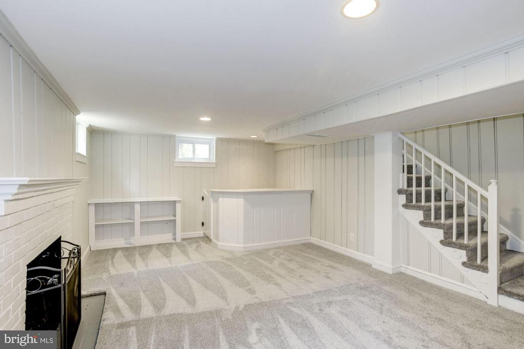 Lower level recreation room with bar - 926 26TH ST S, ARLINGTON