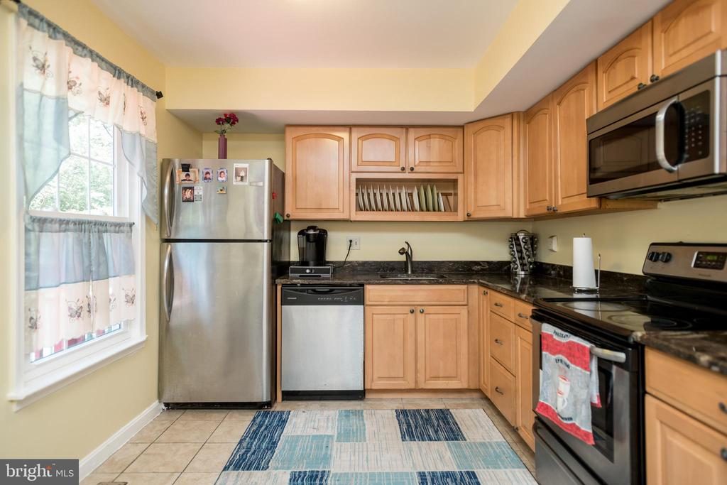 Large Kitchen - 2855 BOWES LN, WOODBRIDGE