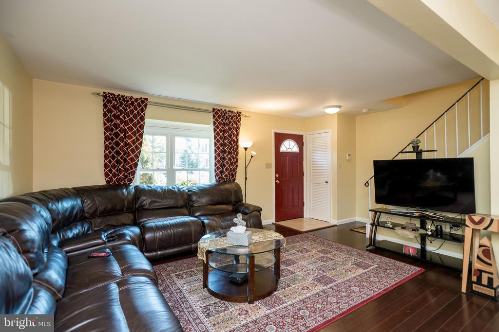 Lots of natural Light - 2855 BOWES LN, WOODBRIDGE