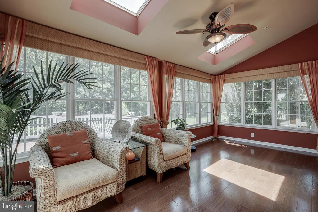 Bright Sun Room - 42355 EQUALITY ST, CHANTILLY