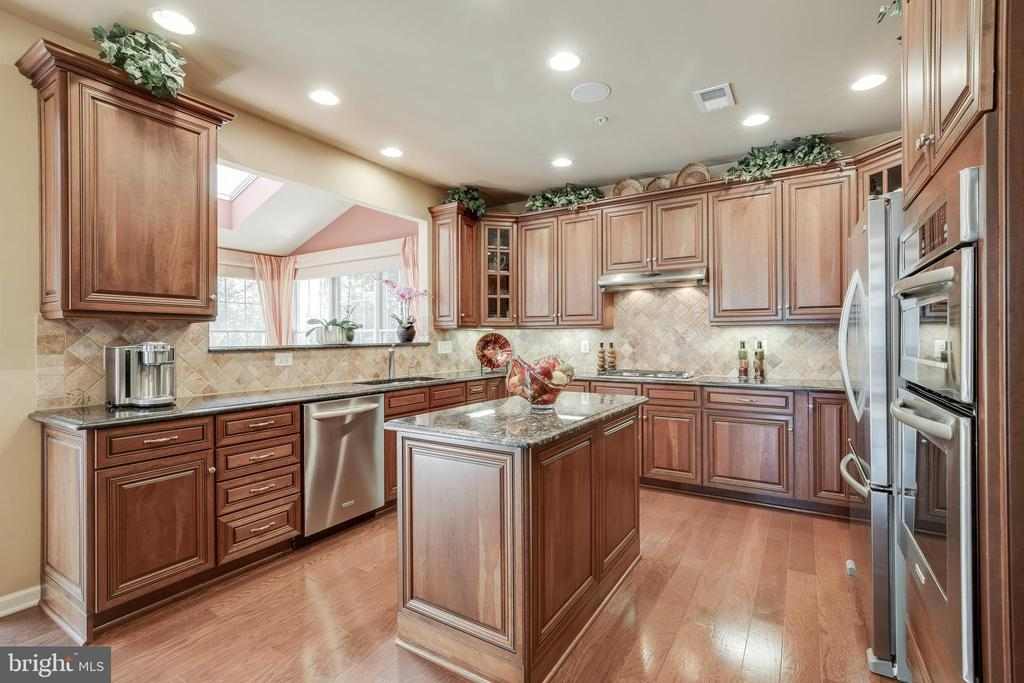 Luxury Gourmet Kitchen w/SS Appliances - 42355 EQUALITY ST, CHANTILLY