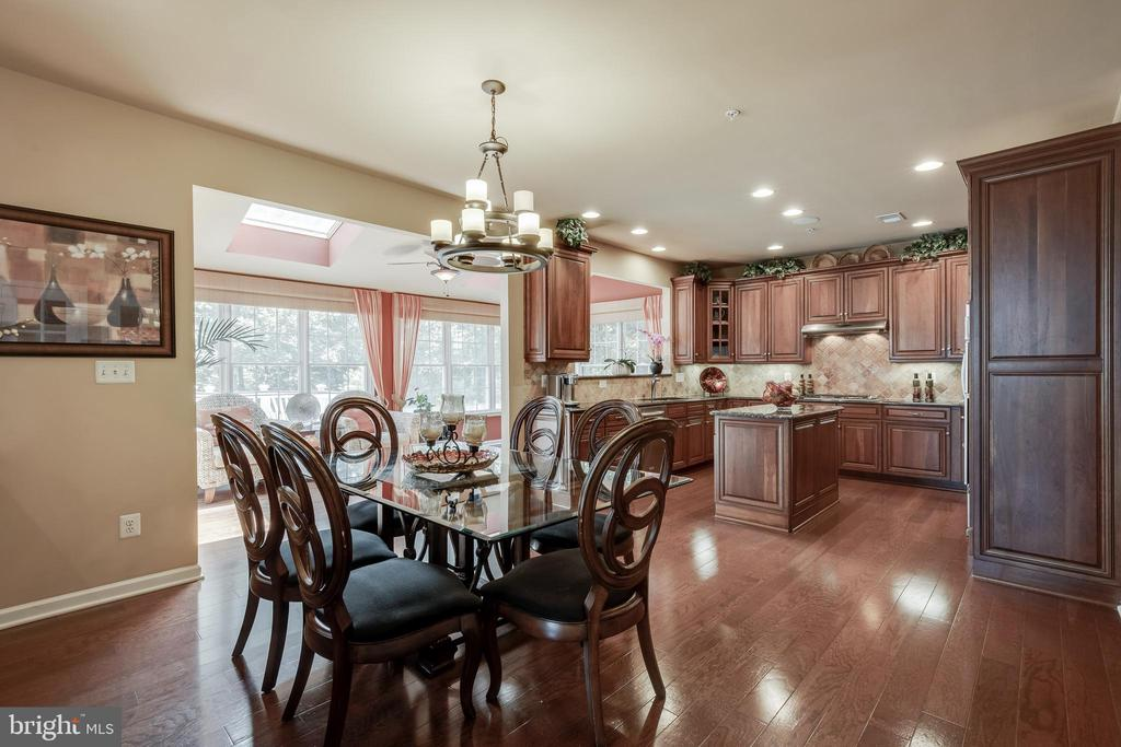 Breakfast Area Overlooking the Sun room & Kitchen - 42355 EQUALITY ST, CHANTILLY
