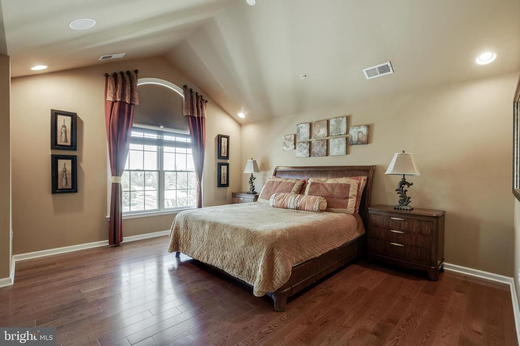 Hardwood Floors in the Master Bedroom - 42355 EQUALITY ST, CHANTILLY