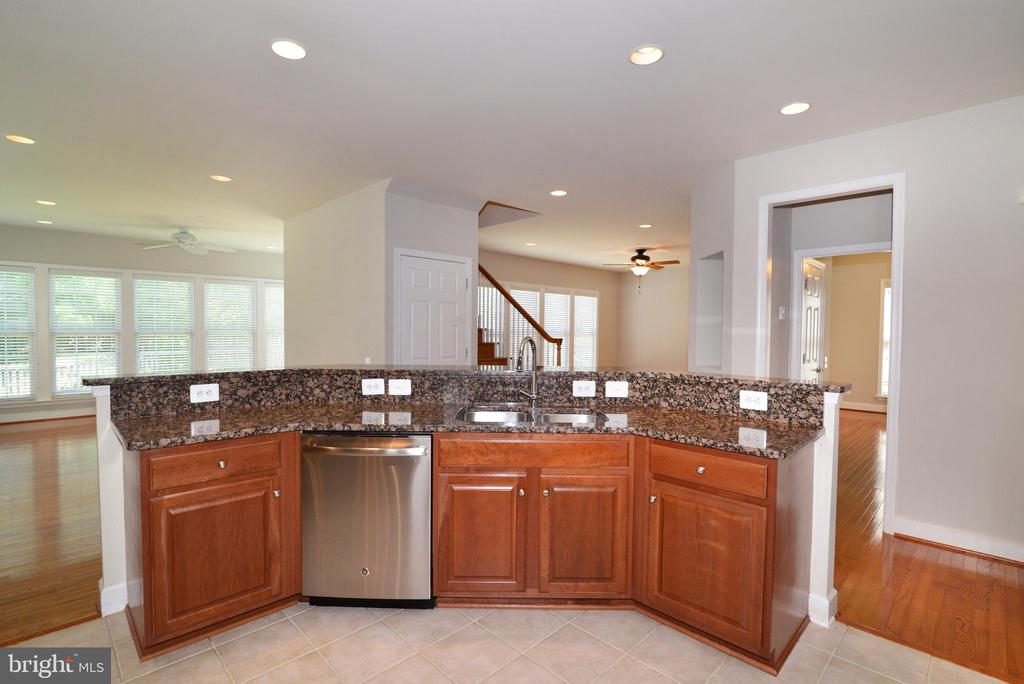 The kitchen is truly the center of your new home - 42814 RAVENGLASS DR, ASHBURN