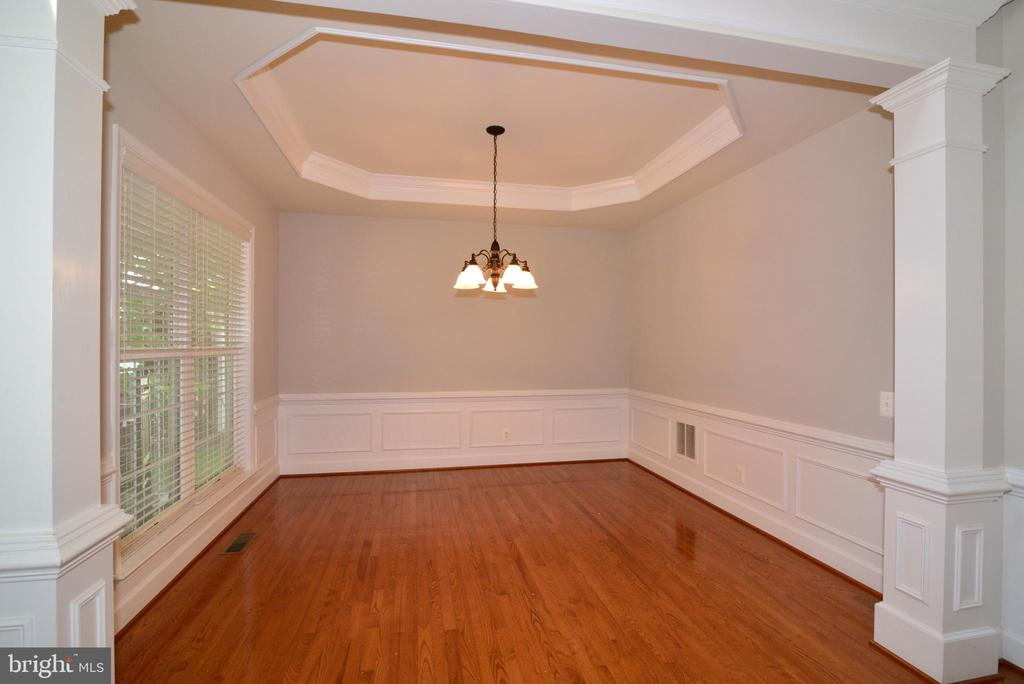 Your dining room overlooks your private porch - 42814 RAVENGLASS DR, ASHBURN