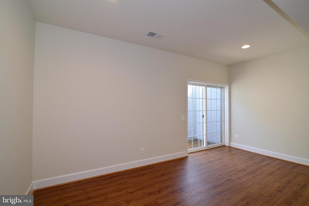 Out side access from lower level - 42814 RAVENGLASS DR, ASHBURN