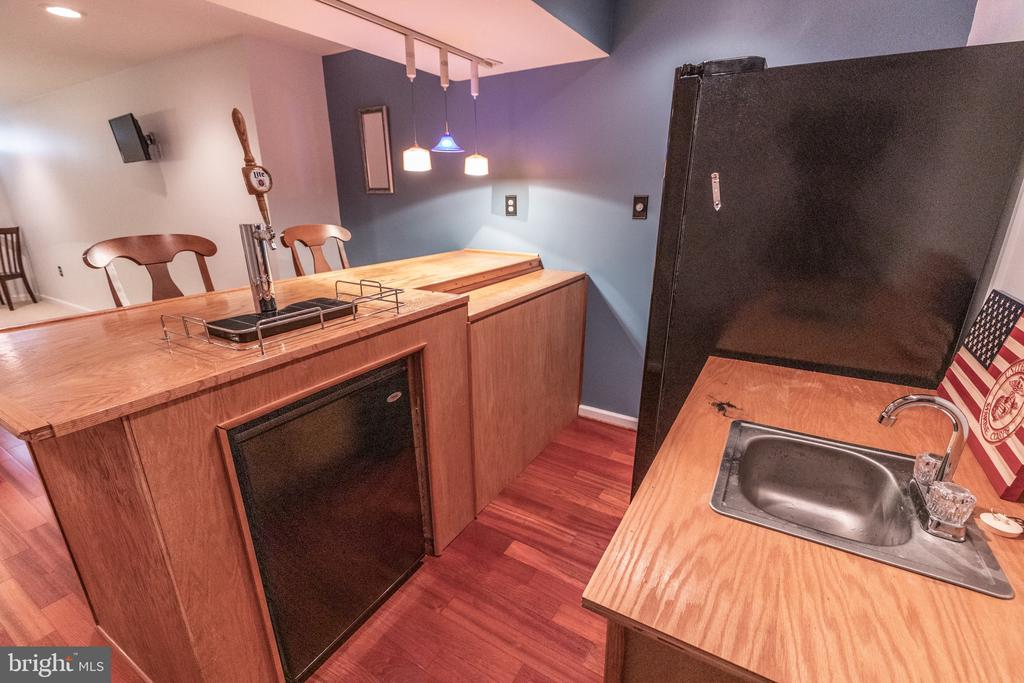 Entertaining wet bar. Kegerator & fridge convey - 144 PEBBLE BEACH DR, CHARLES TOWN