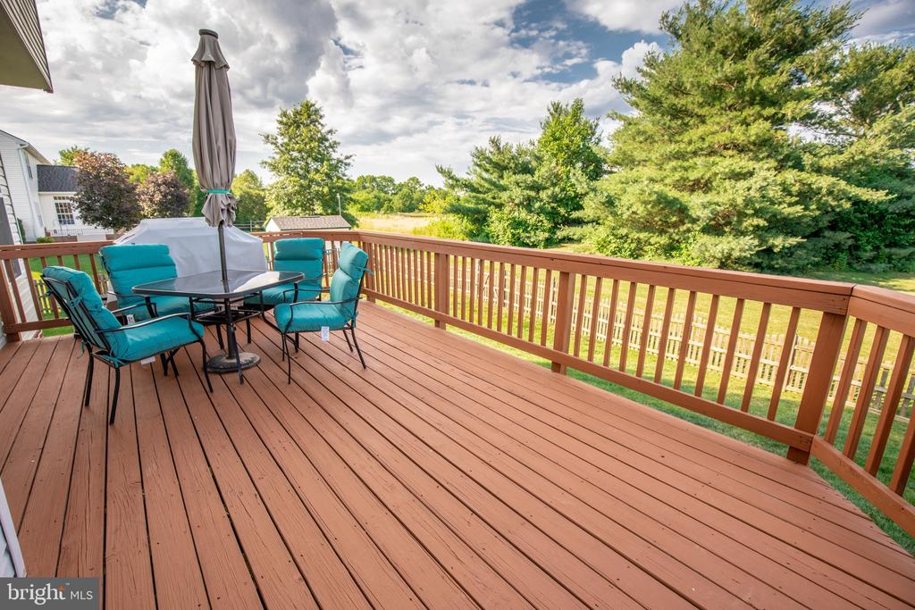 Private deck overlooking the 17th fairway - 144 PEBBLE BEACH DR, CHARLES TOWN