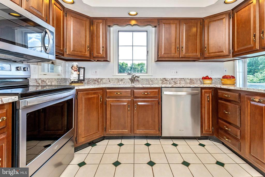 Kitchen - new granite counters - 2807 GRANDVIEW DR, MIDDLETOWN