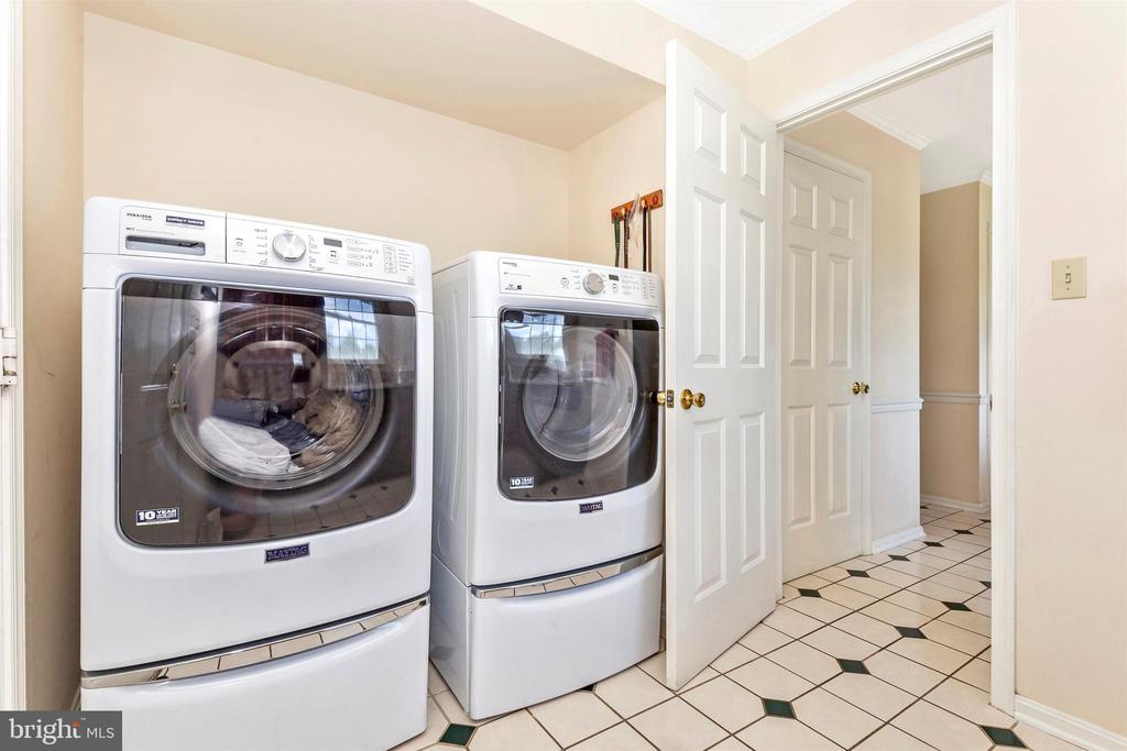 Laundry Rm -  with pedestals - no bending here - 2807 GRANDVIEW DR, MIDDLETOWN