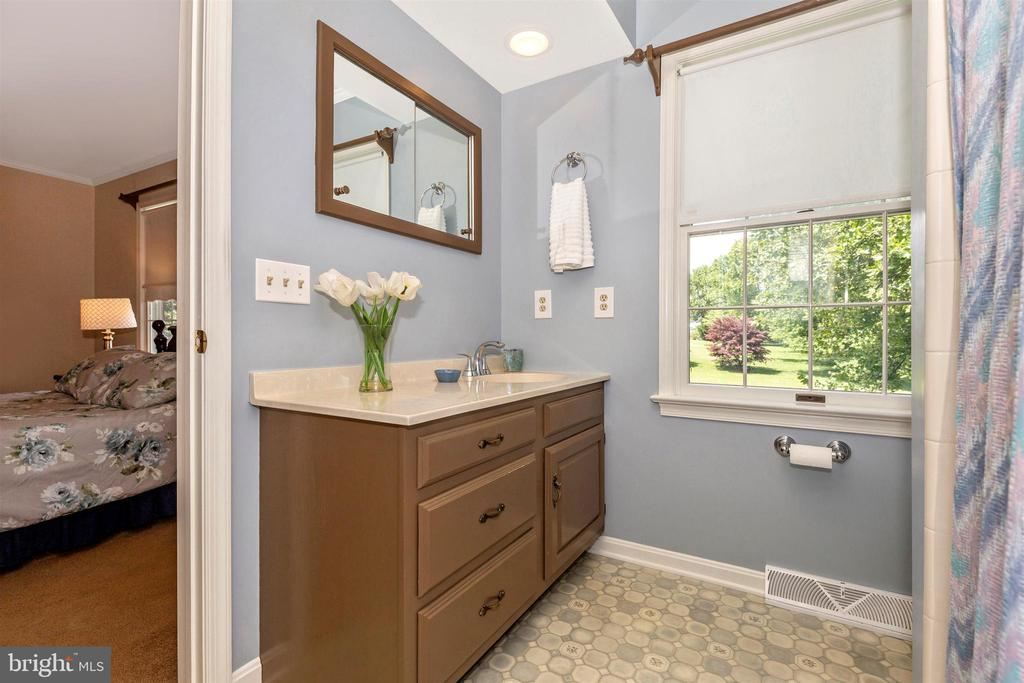 Owners Bath - 2807 GRANDVIEW DR, MIDDLETOWN