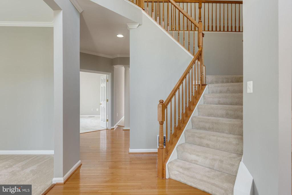 FOYER- LEADS TO TO FAMILY ROOM - 42345 ASTORS BEACHWOOD CT, CHANTILLY
