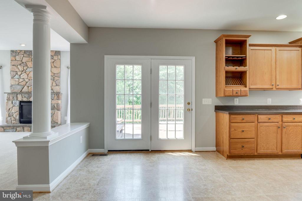 DINING ROOM LEADS TO THE DECK - 42345 ASTORS BEACHWOOD CT, CHANTILLY