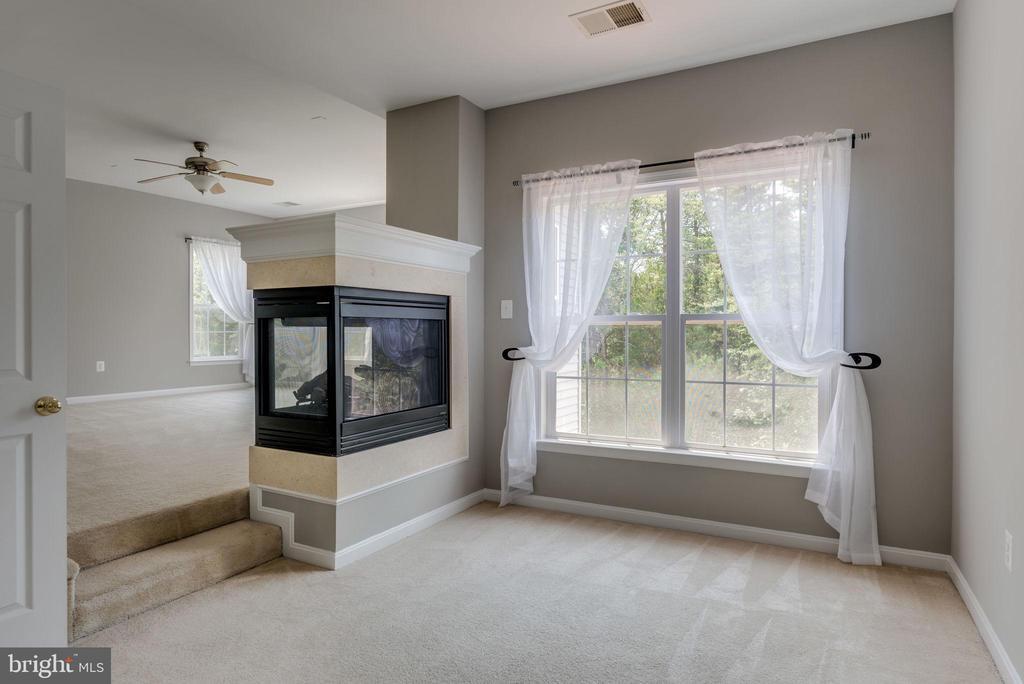 MASTER BEDROOM-SITTING ROOM - 42345 ASTORS BEACHWOOD CT, CHANTILLY