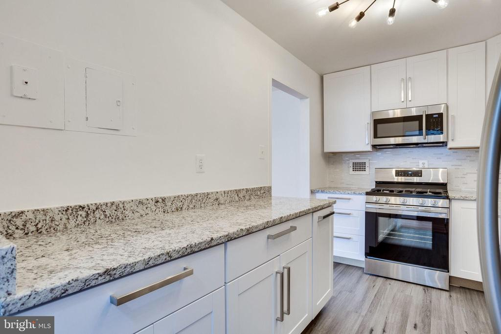 New Granite counters and lots of cabinet space - 2939 VAN NESS ST NW #1017, WASHINGTON