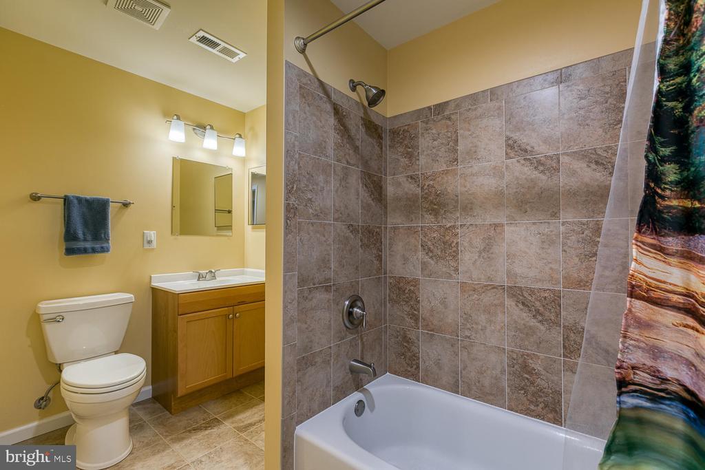 Full bathroom in basement - 26 NEVILLE CT, STAFFORD