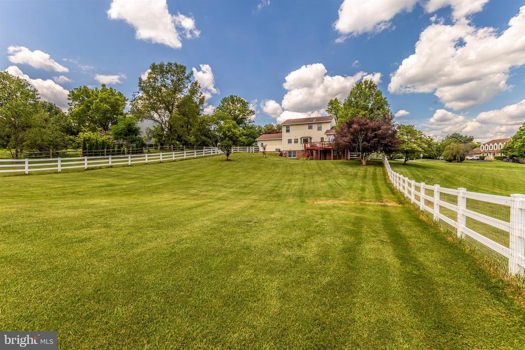 2.28 Acres to enjoy! - 2807 GRANDVIEW DR, MIDDLETOWN
