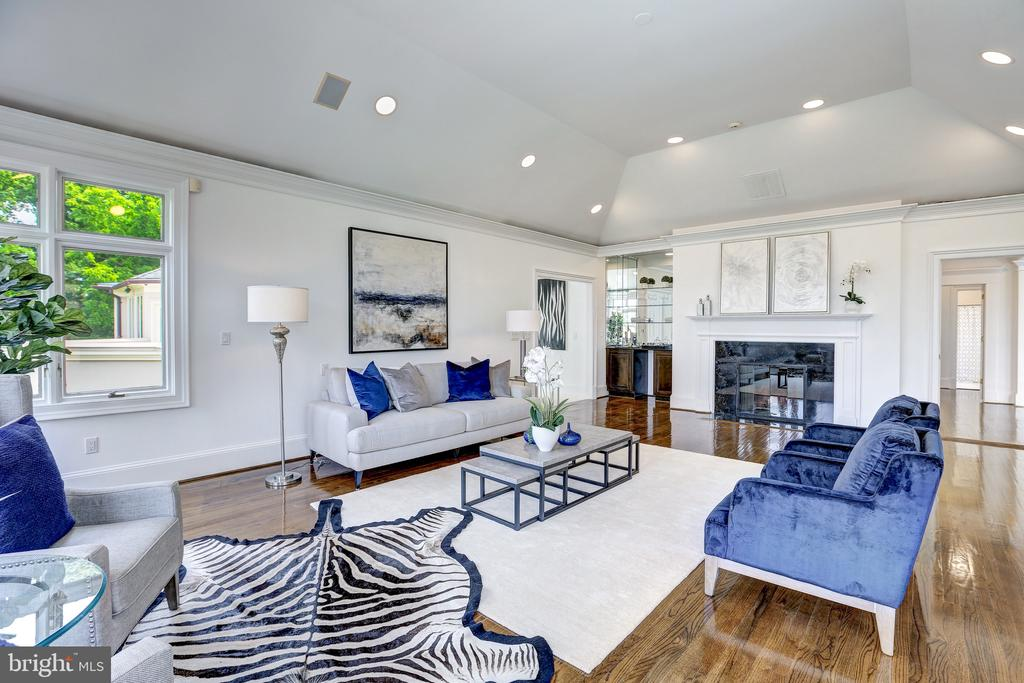 Gracious Sitting Area - 8313 PERSIMMON TREE RD, BETHESDA