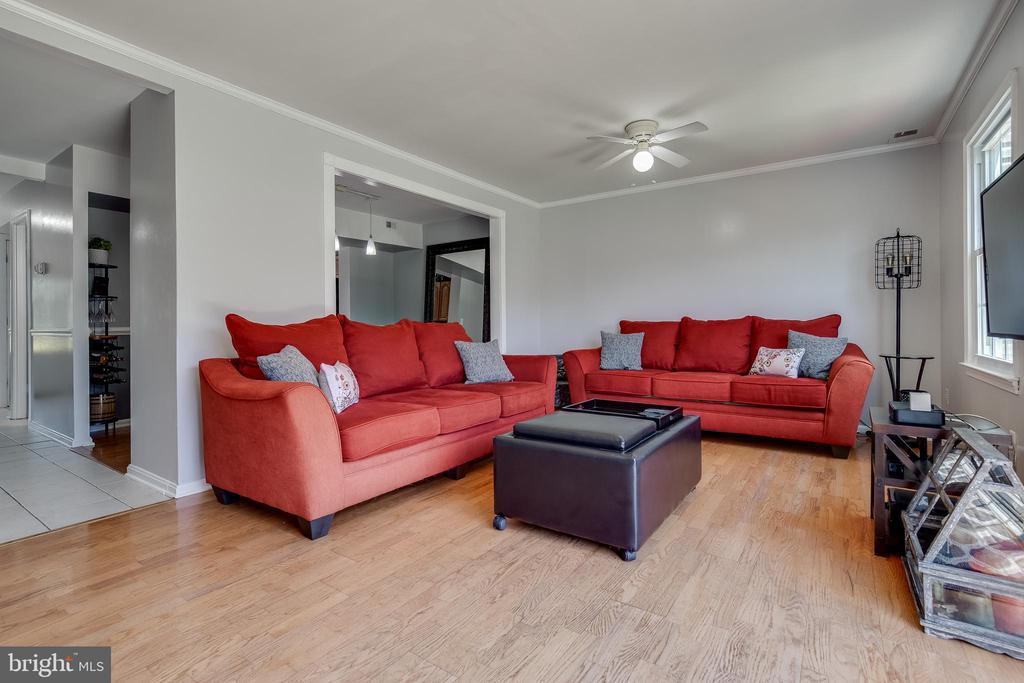 LIVING ROOM - 6395 FENESTRA CT #110B, BURKE