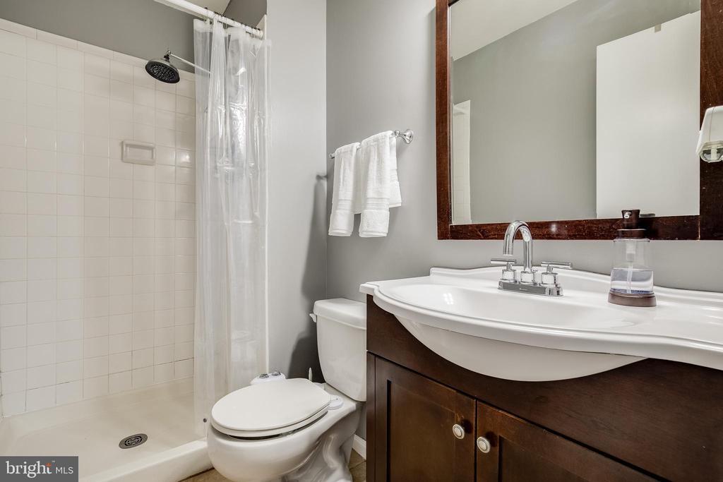 MASTER BATH ROOM - 6395 FENESTRA CT #110B, BURKE
