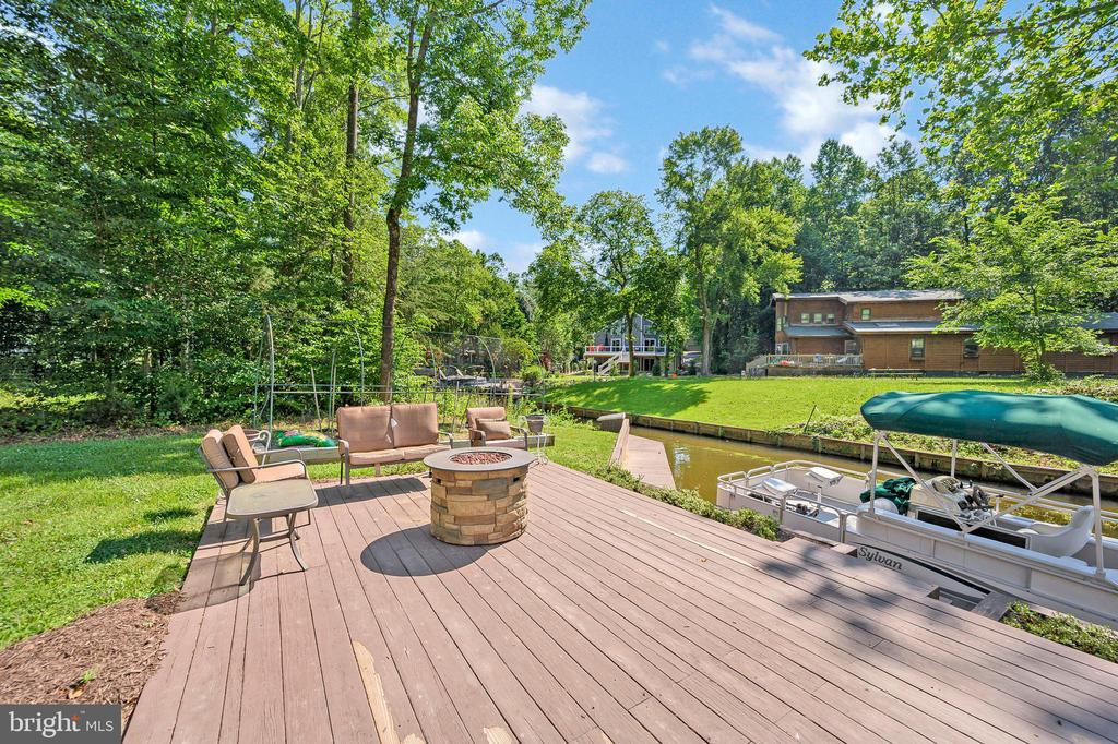 Spend time relaxing and sunbathing - 106 CONFEDERATE CIR, LOCUST GROVE