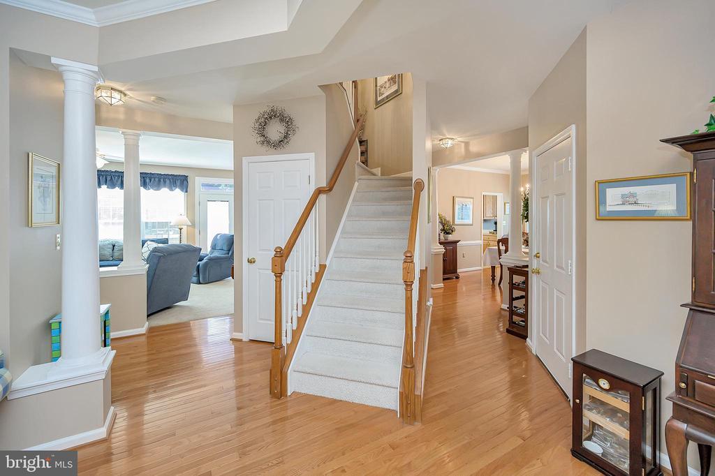 Inviting foyer with gleaming hardwood floors - 106 CONFEDERATE CIR, LOCUST GROVE