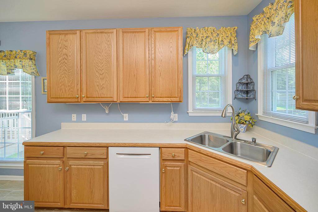Enjoy the view from your windows over the sink - 106 CONFEDERATE CIR, LOCUST GROVE