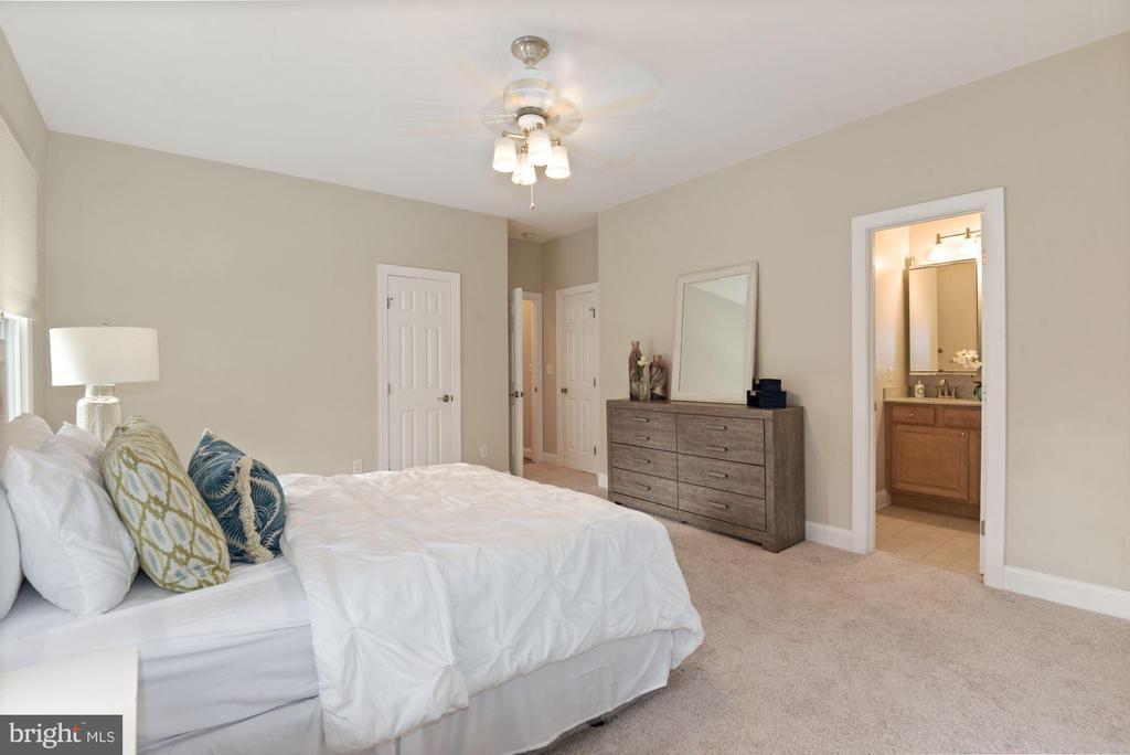 Owner's Bedrorom - 5715 7TH ST N, ARLINGTON