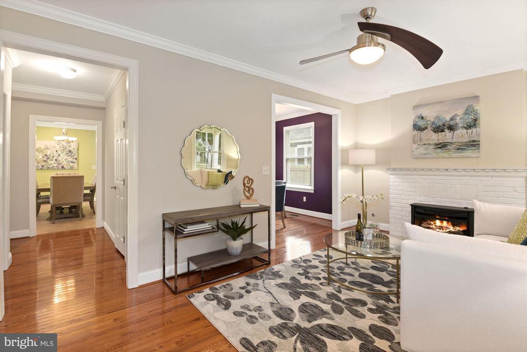 Living Room - 5715 7TH ST N, ARLINGTON