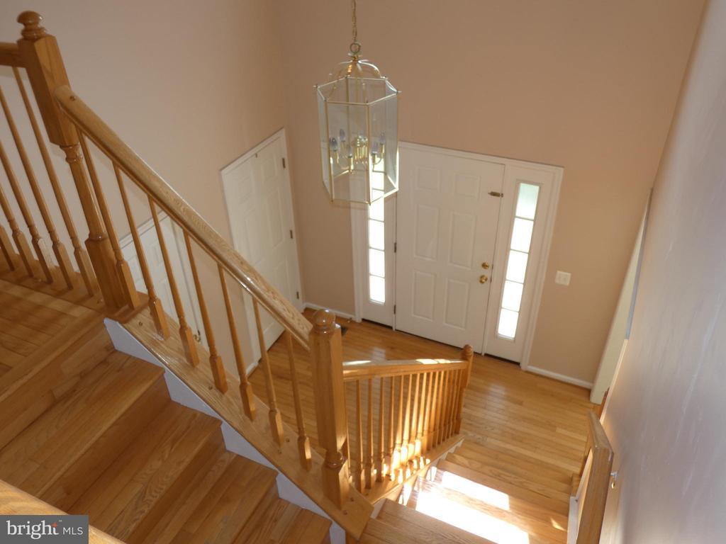 Stairway view down toward entry doorway - 43114 LLEWELLYN CT, LEESBURG