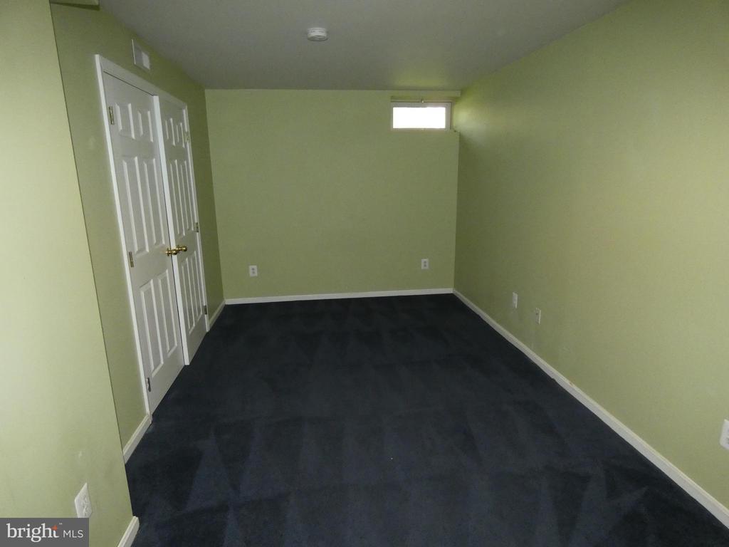 Basement room #2 as viewed from entry doorway - 43114 LLEWELLYN CT, LEESBURG