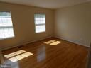 Bedroom #1 view from entry doorway - 43114 LLEWELLYN CT, LEESBURG