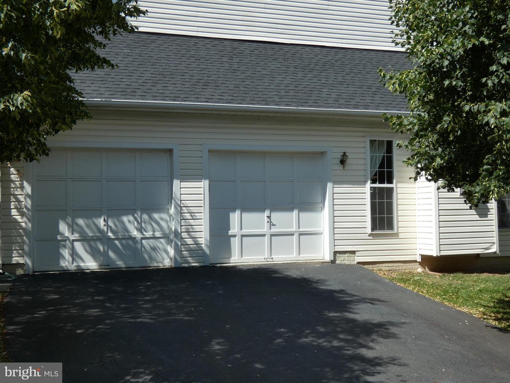 Exterior view - right side garage area - 43114 LLEWELLYN CT, LEESBURG