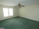 Master bedroom view from entry doorway - 43114 LLEWELLYN CT, LEESBURG