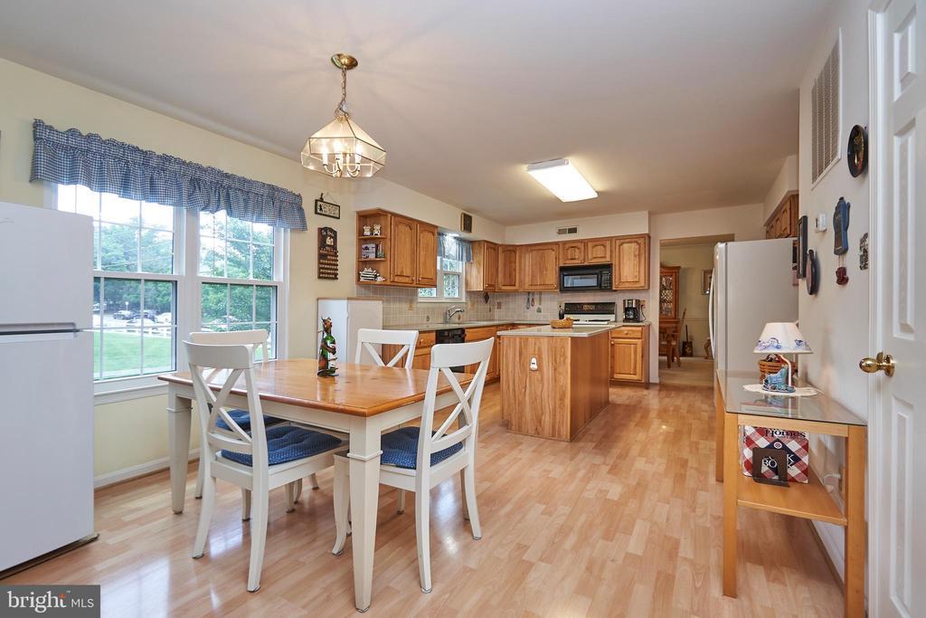 Kitchen Breakfast Area - 13715 SHELBURNE ST, CENTREVILLE