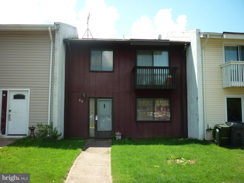 - 49 MONARCH DR, STERLING