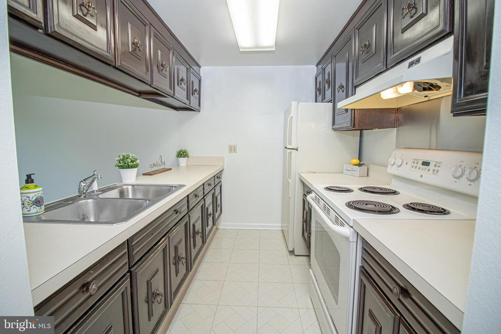 Open Galley Kitchen - 3618 GLENEAGLES DR #7-1G, SILVER SPRING