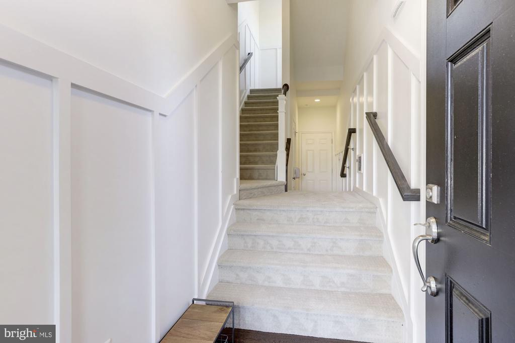 Foyer and Stairwell with Board-on-batten trim - 43051 THOROUGHFARE GAP TER, ASHBURN