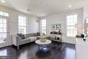 Bright spacious Family Room - 43051 THOROUGHFARE GAP TER, ASHBURN
