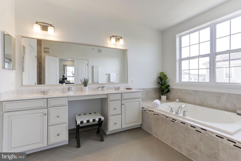 Designer Bath with Soaking Tub & Dual Vanities - 43051 THOROUGHFARE GAP TER, ASHBURN