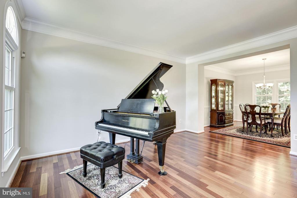 Gorgeous Brazilian Cherry Hardwood on main  level - 47317 GRANDVIEW PL, STERLING