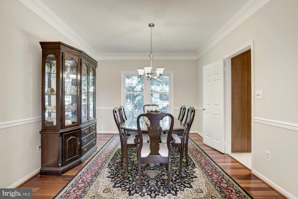 Adjoining formal DR w/ view of the private yard - 47317 GRANDVIEW PL, STERLING