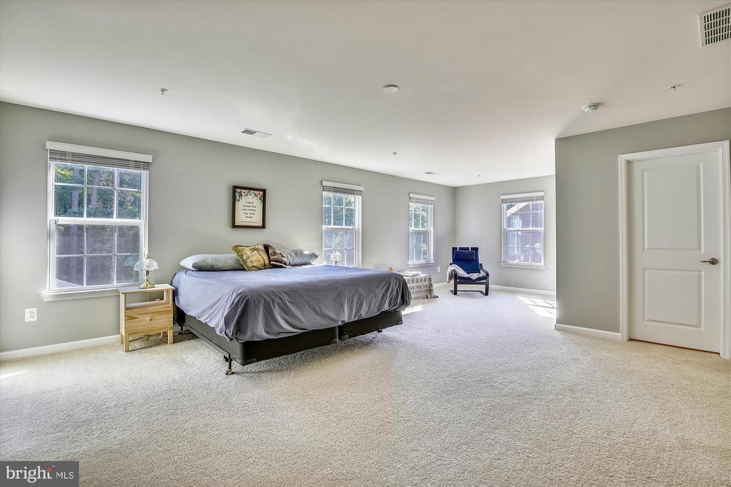 Master Bedroom w/ 2 Walk in Closets - 14425 BENTLEY PARK DR, BURTONSVILLE