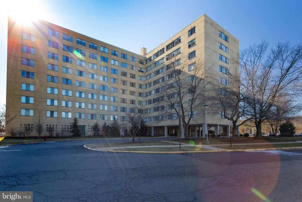 Welcome to River Towers - 6621 WAKEFIELD DR #620, ALEXANDRIA