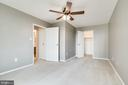 Great sized master bedroom - 6621 WAKEFIELD DR #620, ALEXANDRIA
