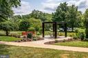And outdoor entertaining space - 6621 WAKEFIELD DR #620, ALEXANDRIA