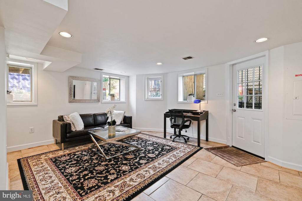 Au pair suite Living Room - 1407 WEBSTER ST NW, WASHINGTON