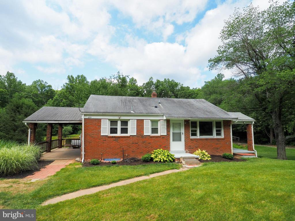Nicely landscaped with a car port - 1693 GARRISONVILLE RD, STAFFORD