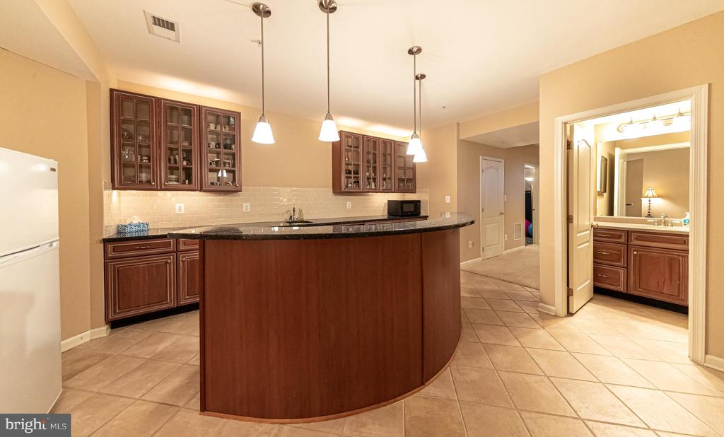 Basement Wet bar - 43570 FREEPORT PL, STERLING